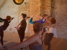 como fazer yoga